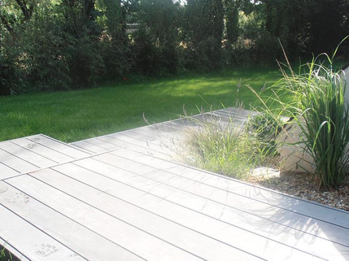 terrasse bois et graminés